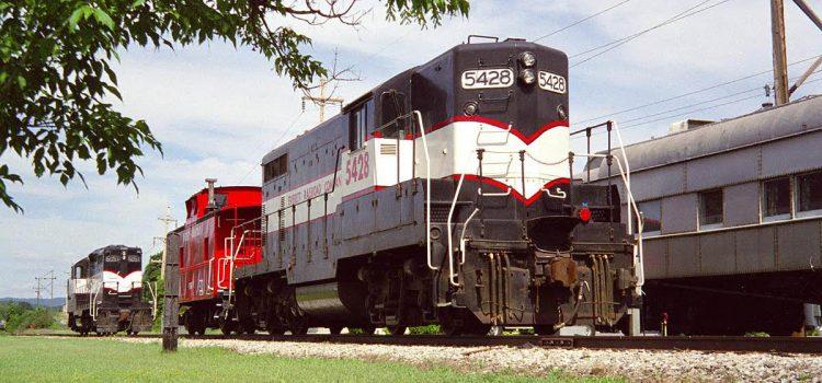 Everett Railroad 5428, 6051 and caboose 91517